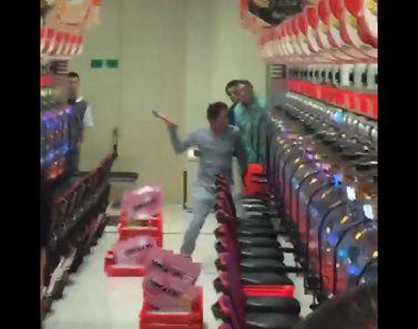 パチンコ店 ハンマー襲撃事件